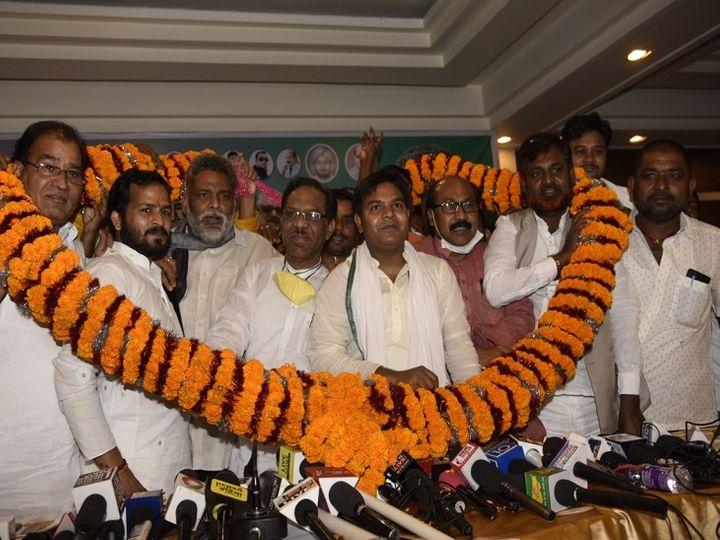 जाप द्वारा आयोजित कार्यक्रम में पांच सौ से अधिक कार्यकर्ता और पार्टी नेताओं में कम ही ऐसे दिखे जिनके चेहरे पर मास्क रहा हो। - Dainik Bhaskar
