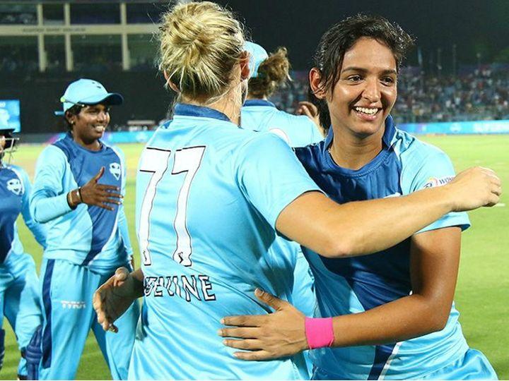 वुमेंस टी-20 चैलेंज कप पहली बार 2018 में खेला गया था। 2019 में भी बीसीसीआई ने आईपीएल के दौरान महिलाओं की तीन टीमों के बीच 4 टी-20 मैच कराए थे। (फाइल फोटो) - Dainik Bhaskar
