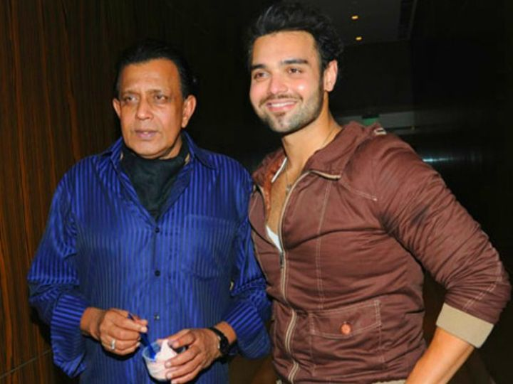 मिथुन के बेटे महाअक्षय चक्रवर्ती (दाएं) इन दिनों बॉलीवुड में एंट्री करने की तैयारी में हैं।- फाइल फोटो - Dainik Bhaskar
