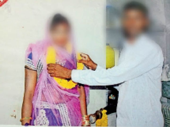 आशाराम व रेणुका की शादी के समय ली गई फोटो - Dainik Bhaskar
