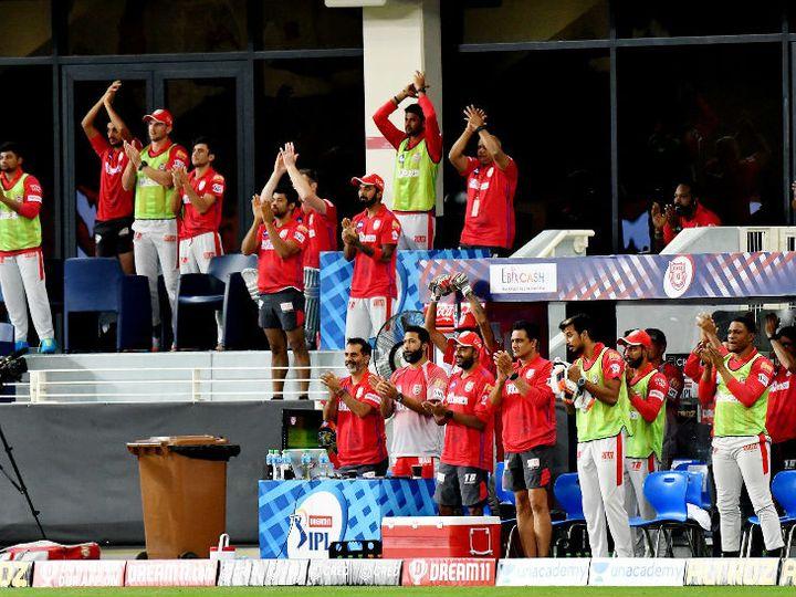 किंग्स इलेवन पंजाब के लिए यह जीत कुछ खास है। टीम ने पॉइंट्स टेबल के टॉप-5 में पहुंचने के लिए टॉप की तीन टीमों को हराया है। जीत के बाद कोच अनिल कुंबले और साथी खिलाड़ी उत्साहित दिखे। - Dainik Bhaskar