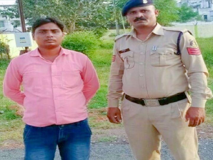 फोटो आरोपी युवक की है। इससे पूछताछ की जा रही है, पुलिस को अंदेशा है कि अन्य तरीकों से भी लोगों को इसने झांसे में लिया होगा। - Dainik Bhaskar