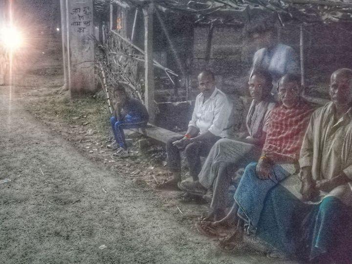 करीब 100 साल पहले जातीय हिंसा के बारे में गांव के लोगों को ज्यादा जानकारी नहीं है। बस इतना जानते हैं कि हिंसा हुई थी। - Dainik Bhaskar