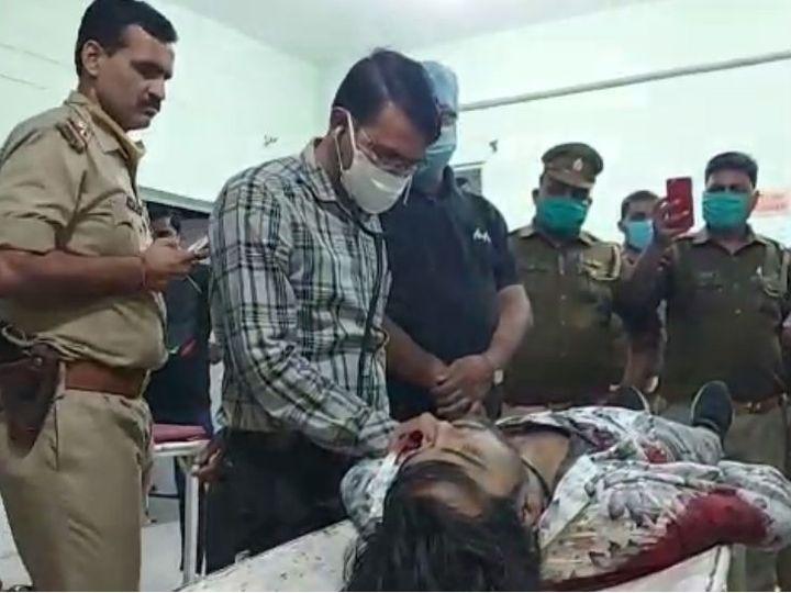 यह फोटो मथुरा की है। पुलिस ने घायल बदमाश को अस्पताल पहुंचाया, जहां उसे मृत घोषित कर दिया। - Dainik Bhaskar