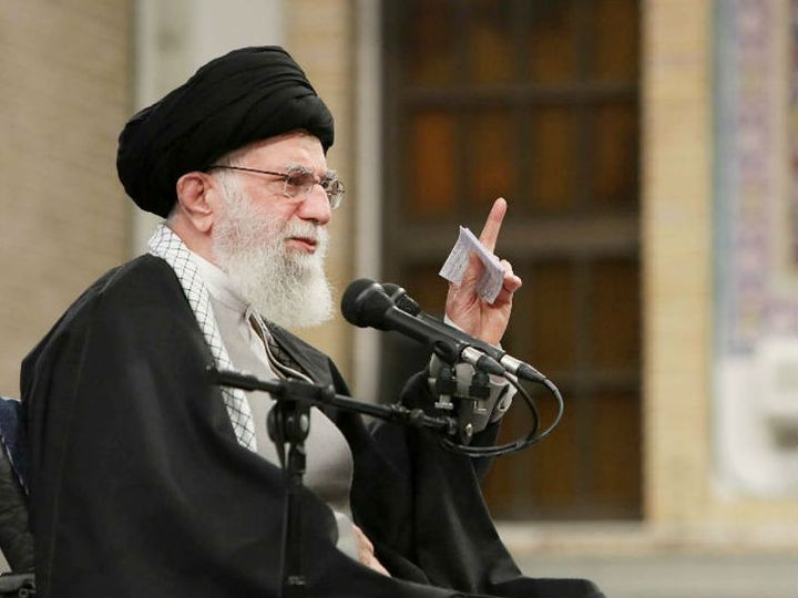 ईरान के सर्वोच्च नेता अयातुल्लाह अली खामेनेई ने कहा है कि देश महामारी की तीसरी लहर से गुजर रहा है। - फाइल फोटो - Dainik Bhaskar