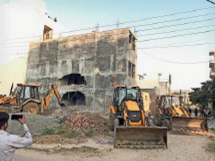 कार्रवाई: गोल्फ कोर्स रोड पर डीटीपी ने चलाया पीला पंजा, 10 मकानों को किया सील 3