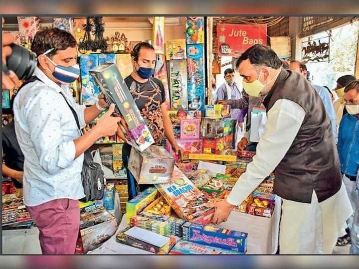 कार्रवाई की तैयारी:दिल्ली में केवल 'ग्रीन क्रैकर' लोगो वाले पटाखे ही बिकेंगे 3