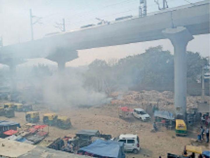 खतरनाक स्तर पर पहुंची दिल्ली की हवा: आंखों में जलन, न कूड़ा जलना रुक रहा न सड़कों की मिट्टी उठ रही 3