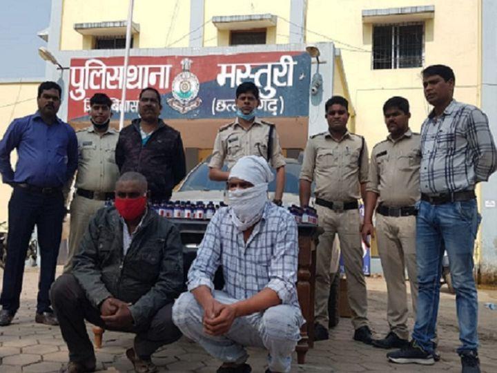 छत्तीसगढ़ की बिलासपुर पुलिस ने रविवार देर रात प्रतिबंधित कोरेक्स कफ सिरप के साथ पाराघाट के सरपंच प्रदीप सोनी को गिरफ्तार किया है। पूछताछ के बाद पुलिस ने जांजगीर-चांपा से सिरप के सप्लायर को भी पकड़ा है। - Dainik Bhaskar