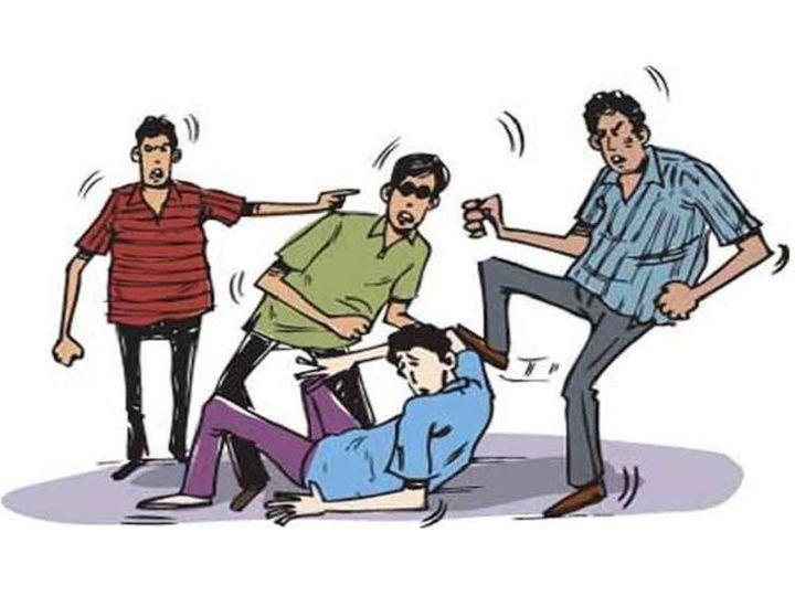 छत्तीसगढ़ के बिलासपुर में एक युवक, उसके भाई और दोस्त को कुछ युवकों ने दौड़ा-दौड़ा कर पीटा और चाकू से हमला किया। मारपीट में युवक गंभीर रूप से घायल हो गया। - Dainik Bhaskar