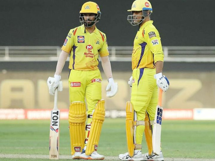 IPL में ऋतुराज गायकवाड़ ने 6 मैच में 204 रन बनाए। जबकि धोनी 14 मैच खेलकर सिर्फ 200 रन ही बना सके। -फाइल फोटो - Dainik Bhaskar