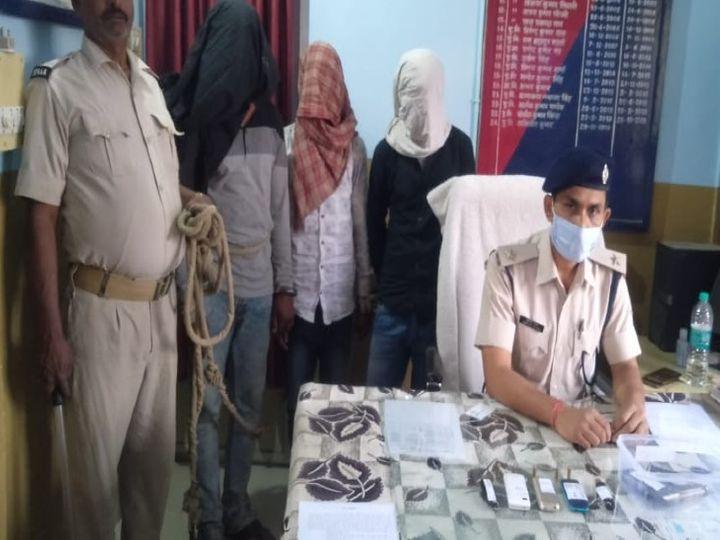 पुलिस की गिरफ्त में लूट का प्रयास करने वाले अपराधी। - Dainik Bhaskar