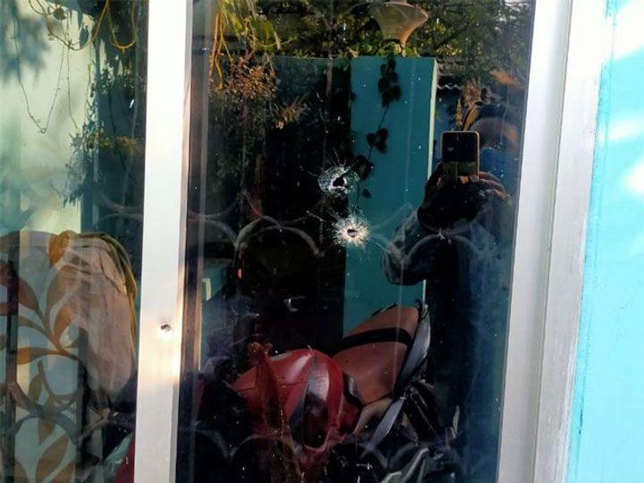 In Ranchi, tent house operator did not give extortion money, so miscreants opened fire on the house | टेंट हाउस संचालक ने नहीं दी रंगदारी, बदमाशों ने घर के बाहर ताबड़तोड़ चलाई