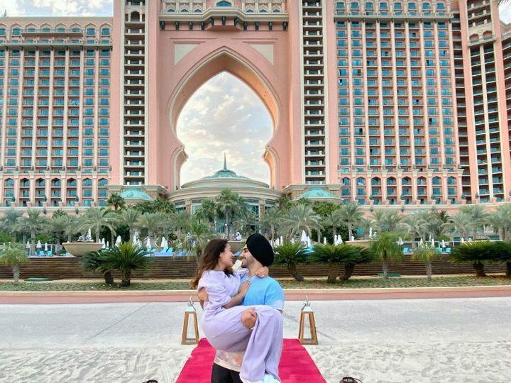 दुबई के जिस होटल में हनीमून मना रहे हैं रोहन और नेहा कक्कड़, उसकी एक रात की कॉस्ट है एक लाख रुपए