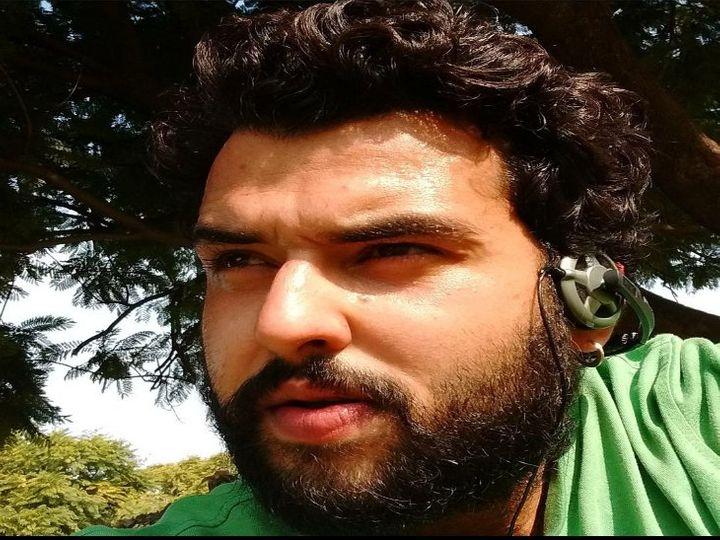 राहगीरों ने तुरंत एंबुलेंस को बुलाया, लेकिन अस्पताल पहुंचने से पहले कर्ण की मौत हो चुकी थी। - Dainik Bhaskar