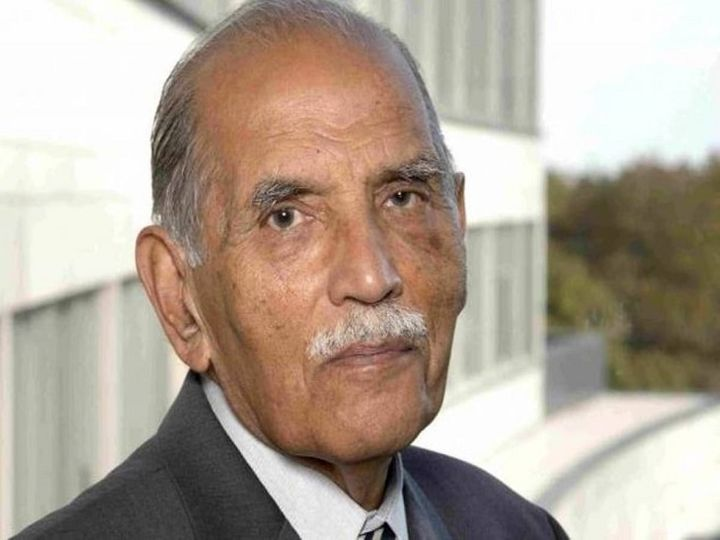 कोहली का जन्म पेशावर में हुआ था। उन्होंने कनाडा और अमेरिका में पढ़ाई की थी। इसके बाद देश लौटकर वे टाटा ग्रुप से जुड़े। - Dainik Bhaskar