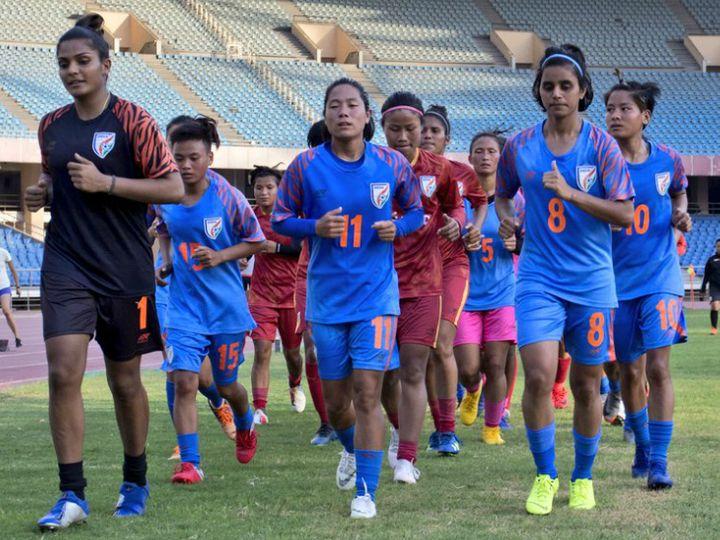 ऑल इंडिया फुटबॉल फेडरेशन (AIFF) के मुताबिक, कोविड-19 प्रोटोकॉल और गाइडलाइन को ध्यान में रखते हुए ही ट्रेनिंग शुरू की जाएगी। (फाइल फोटो) - Dainik Bhaskar