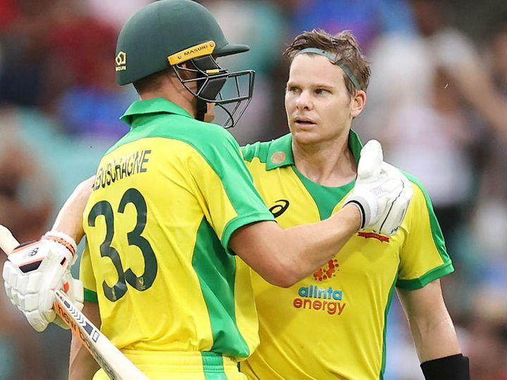 स्टीव स्मिथ ने दूसरे वनडे में 64 बॉल पर 104 रन की शानदार पारी खेली थी। यही नहीं, उन्होंने श्रेयस अय्यर का शानदार कैच भी पकड़ा। - Dainik Bhaskar