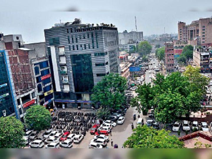 स्कूटर-मोटरसाइकिल के 10 रुपए {कार के 20 रुपए {थ्री-वहीलर काॅमर्शियल व्हीकल के 30 रुपए फोर व्हीलर काॅमर्शियल वाहन के 50 रुपए - Dainik Bhaskar