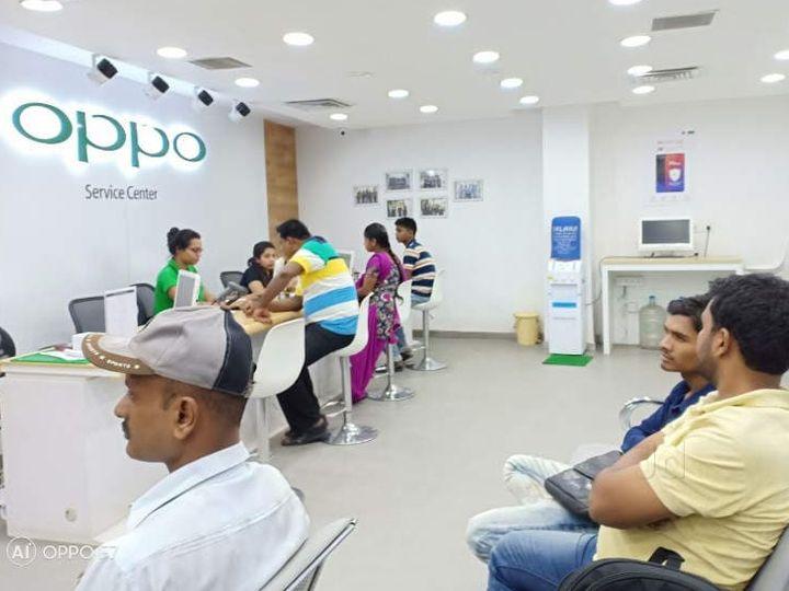 ओप्पो सर्विस सेंट पर पहुंचने वाले ग्राहकों को 15 मिनट के अंदर रिस्पॉन्स किया गया - Money Bhaskar