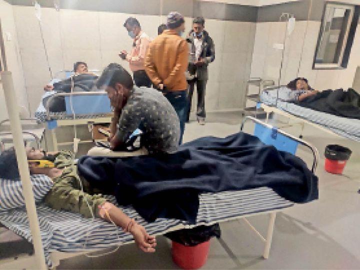 अस्पताल में भर्ती घायल। - Dainik Bhaskar