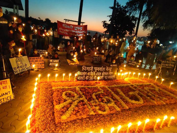 मंगलवार शामनीलम पार्क में मोमबत्ती जलाकर गैस पीड़ितों को श्रद्धांजलि दी। - Dainik Bhaskar