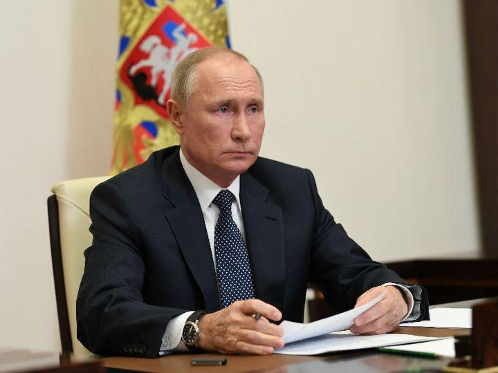 रूसी राष्ट्रपति पुतिन ने देश की डिप्टी पीएम से कहा है कि वे मास वैक्सीनेशन के फैसले पर सहमति बनाएं। - Dainik Bhaskar