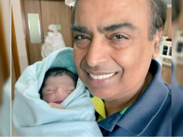 देश के टॉप बिजनेसमैन मुकेश अंबानी गुरुवार को दादा बन गए। - Dainik Bhaskar