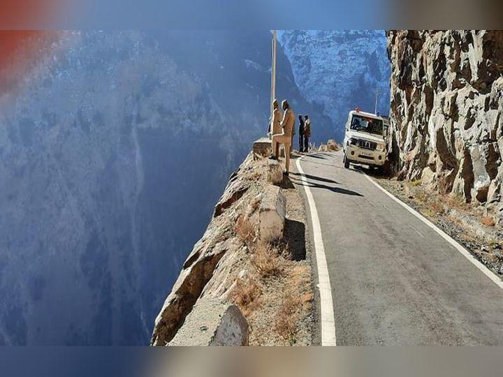 हिमाचल प्रदेश के किन्नौर में सुसाइड प्वाइंट, जहां से गिरकर राजस्थान पुलिस की कर्मचारी रेखा शर्मा की मौत की बात कही गई थी। - Dainik Bhaskar