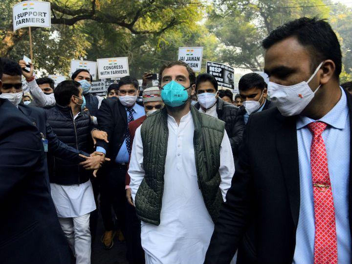 कांग्रेस के प्रवक्ता रणदीप सुरजेवाला ने राहुल के विदेश जाने की जानकारी दी। हालांकि, उन्होंने यह नहीं बताया कि वह कहां गए हैं। - फाइल फोटो - Dainik Bhaskar