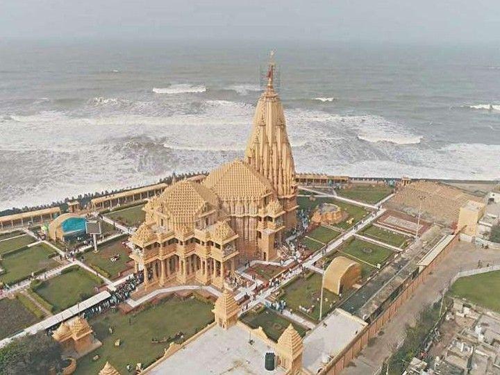 पुरातत्व विभाग की रिपोर्ट के मुताबिक सोमनाथ मंदिर के नीचे L शेप की इमारत है।- फाइल फोटो। - Dainik Bhaskar