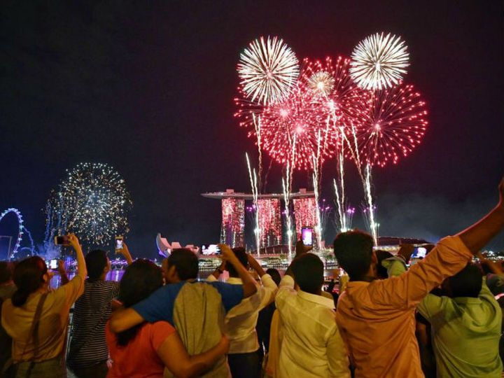 कोरोना महामारी के खतरे को देखते हुए यूपी में नए साल के जश्न को लेकर कई तरह के दिशा निर्देश सरकार की ओर से जारी किए गए हैं। - Dainik Bhaskar