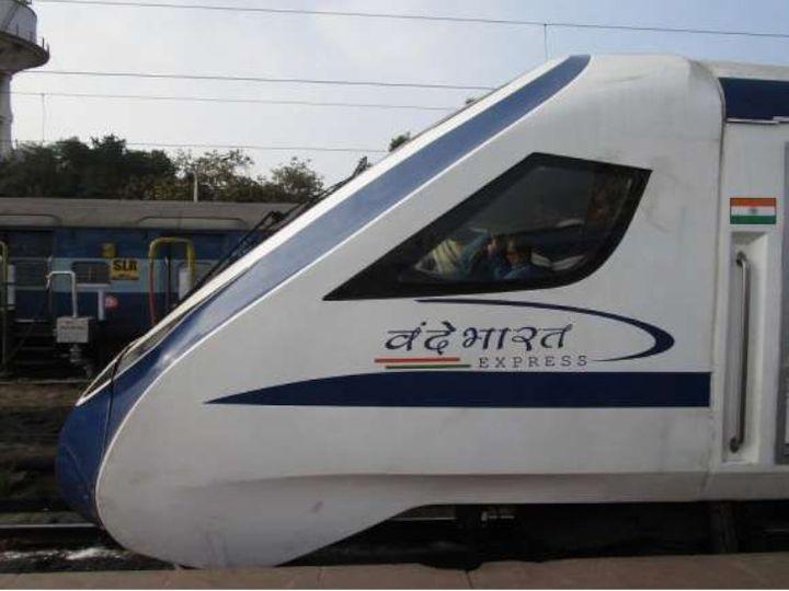 रेलवे के मुताबिक, इस समय कुल 1768 यात्री ट्रेनें चलाई जा रही हैं। इसमें से 1089 मेल और एक्सप्रेस ट्रेनें शामिल हैं। - Dainik Bhaskar