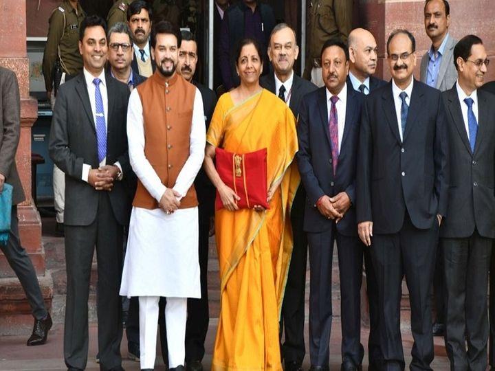 एक इवेंट के दौरान वित्त मंत्री निर्मला सीतारमण ने कहा था कि भारत ग्लोबल ग्रोथ को लीड करने को तैयार है। इसका साफ मतलब है कि सरकार अपने खर्च को बढ़ाएगी।    (फाइल फोटो) - Dainik Bhaskar