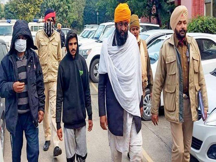 राष्ट्रविरोधी गतिविधियों में शामिल होने के संदिग्धों को कोर्ट में पेश करने के लिए लेकर पहुंची जगराओं की पुलिस टीम। - Dainik Bhaskar