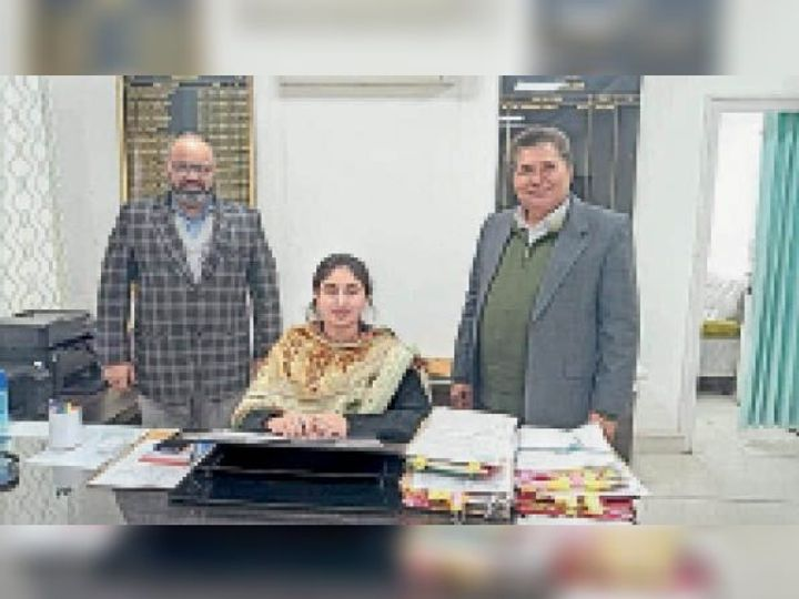 झज्जर की सिटी मजिस्ट्रेट पद पर कार्यभार संभालतीं शिवजीत। - Dainik Bhaskar