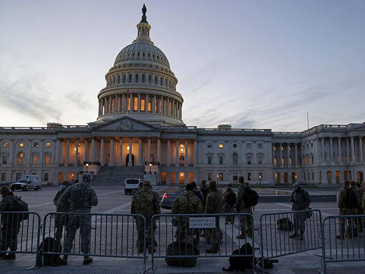 वॉशिंगटन में अमेरिकी संसद भवन US Capitol की सुरक्षा में डीसी नेशनल गार्ड की यूनिट को तैनात किया गया है। - Dainik Bhaskar