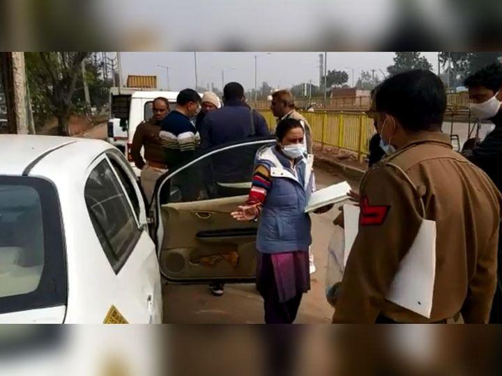फरीदाबाद में सेक्टर-65 एरिया में बाईपास रोड के किनारे शव मिलने की सूचना के बाद मौके पर पहुंची पुलिस टीम। - Dainik Bhaskar