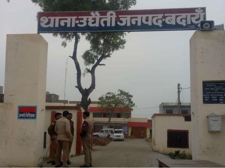 उत्तर प्रदेश के बदायूं के गैंगरेप और हत्याकांड मामले में फरार चल रहे पुजारी सत्यनारायण को 7 जनवरी की रात को गिरफ्तार कर लिया गया। मामले में पुलिस की बड़ी लापरवाही सामने आई है। (फाइल फोटो) - Dainik Bhaskar
