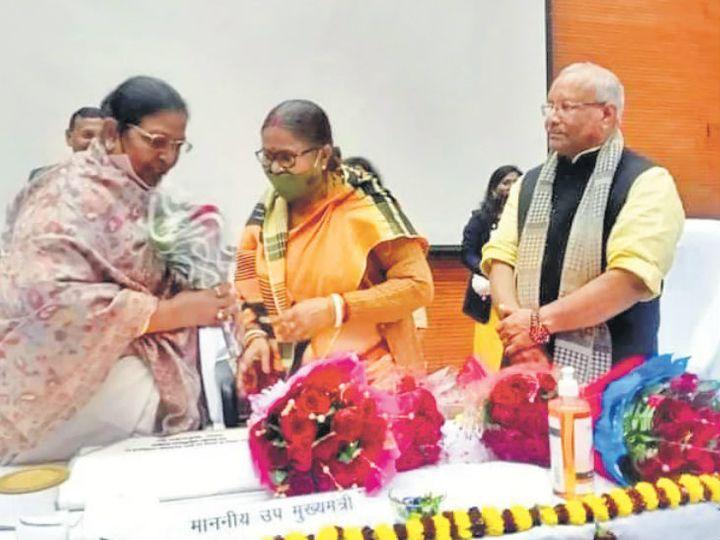 कार्यक्रम के दौरान डिप्टी सीएम रेणु देवी और तारकिशोर प्रसाद। - Dainik Bhaskar