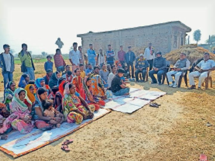 ग्रामीणों की बैठक। - Dainik Bhaskar