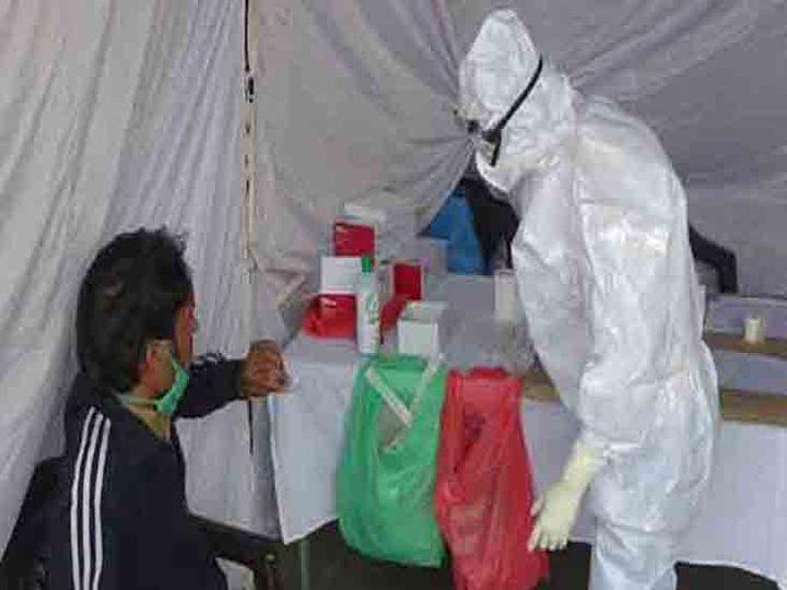 शहर में स्वास्थ्य विभाग की टीमें रोज संदिग्ध मरीजों की जांच कर रही। फाइल फोटो - Dainik Bhaskar