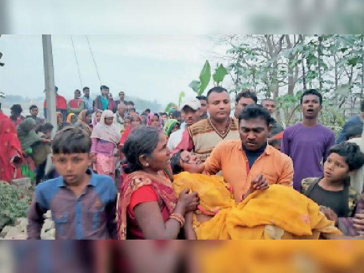 खोदावंदपुर में फफौत पुल से अबोध बच्चे के साथ नदी में छलांग लगाई महिला को ग्रामीणों ने बचाया। - Dainik Bhaskar