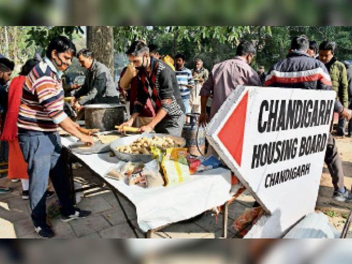धरने में शामिल लोगों के लिए खाने की भी व्यवस्था की गई थी। - Dainik Bhaskar