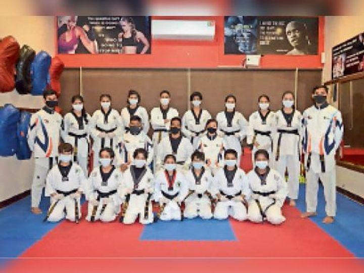 अकादमी के मार्शल आर्ट में विजेता खिलाड़ी - Dainik Bhaskar