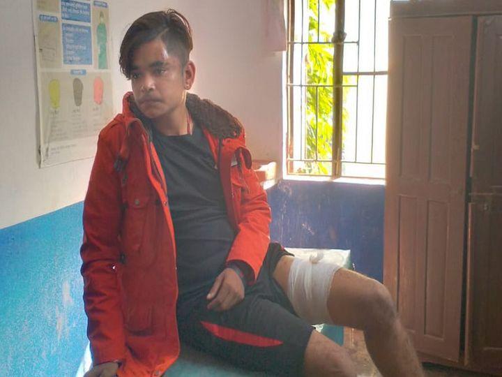 घायल छात्र अंकित। - Dainik Bhaskar