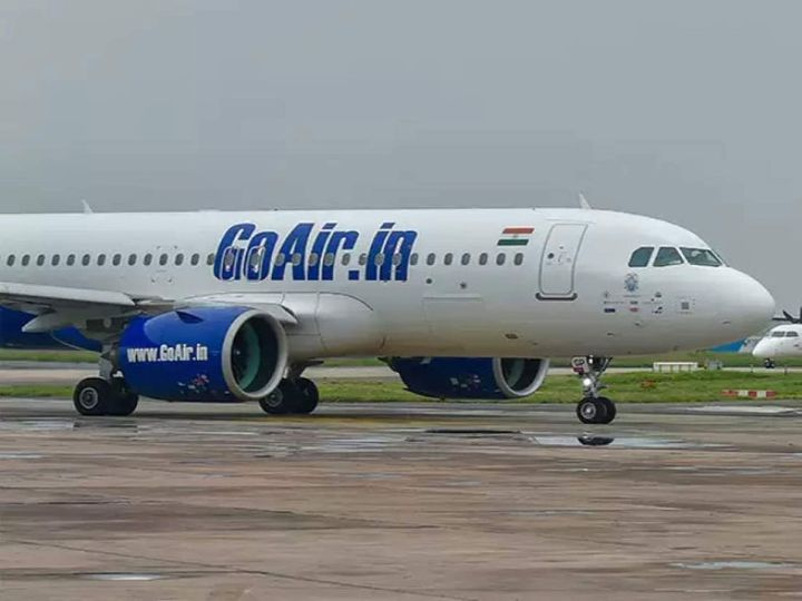 गो एयर के इस पायलट ने 7 जनवरी को प्रधानमंत्री के खिलाफ सोशल मीडिया पर कमेंटकिया था। जिसके बाद गो एयर के प्रबंधन ने इसे अपनी नीतियों के खिलाफ पाया - Money Bhaskar