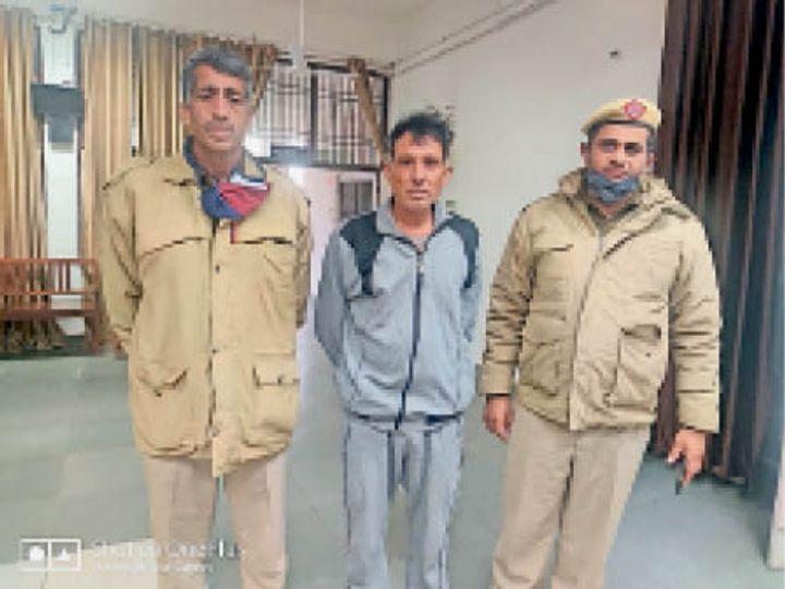 कोसली पुलिस द्वारा गिरफ्तार किया गया आरोपी। - Dainik Bhaskar