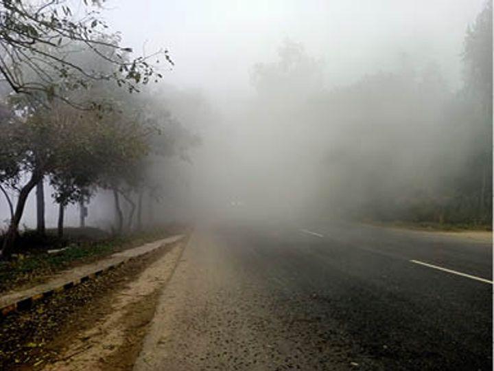 होशियारपुर-चंडीगढ़ रोड पर सुबह साढ़े 11 बजे तक छाई धुंध। -भास्कर - Dainik Bhaskar