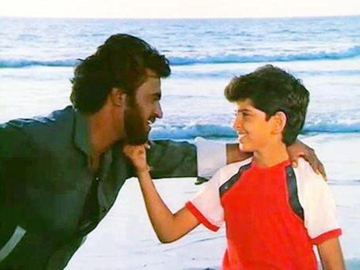 बाल कलाकार के तौर पर अपनी पहली फिल्म 'भगवान दादा' (1986) में रजनीकांत के साथ रितिक रोशन।  - Dainik Bhaskar